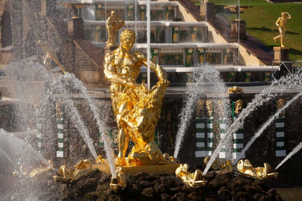 """Фотография фонтана """"Самсон"""" в Петергофе"""