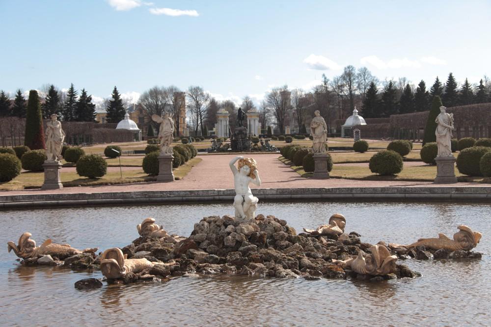 Фотография фонтана Дубовый в Петергофе