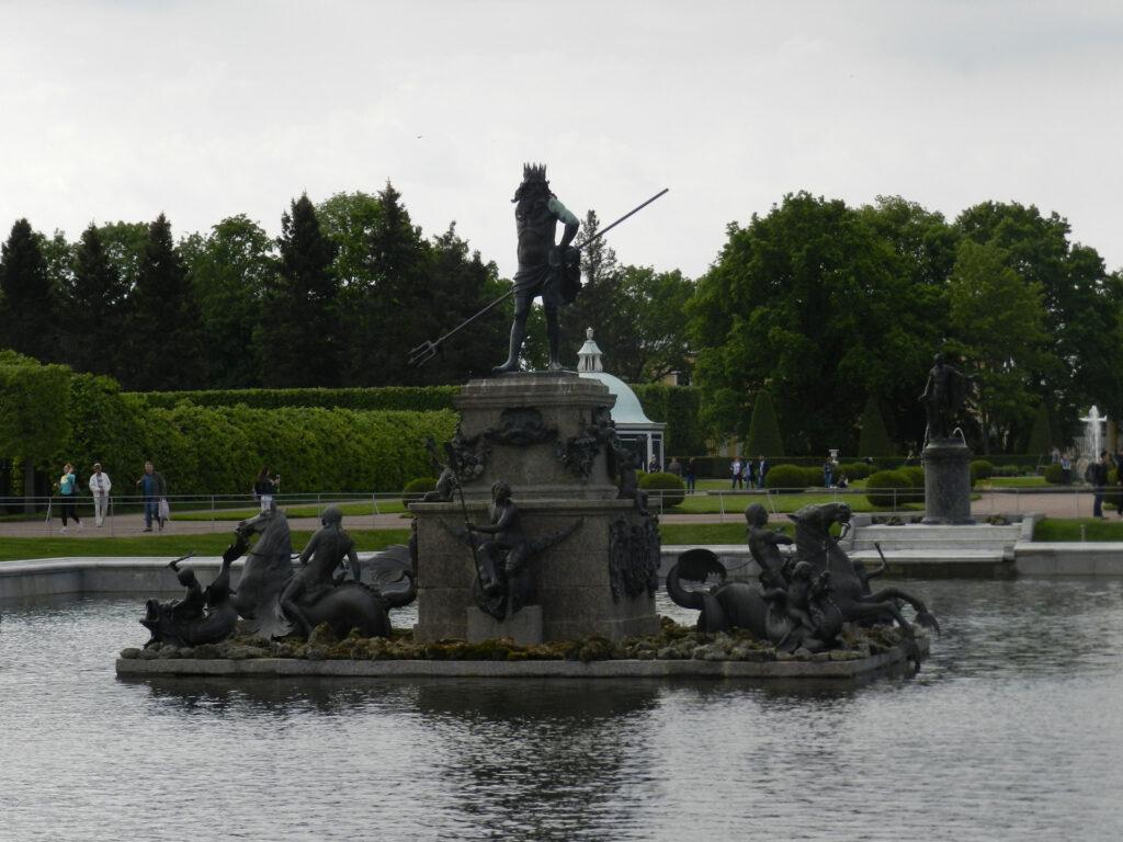 Фото фонтана Нептун в Петергофе