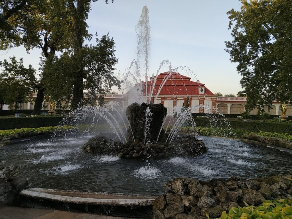 Фото фонтана Сноп в Петергофе