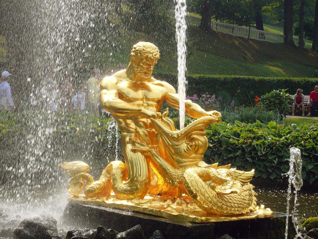Фото фонтана Тритон в Петергофе