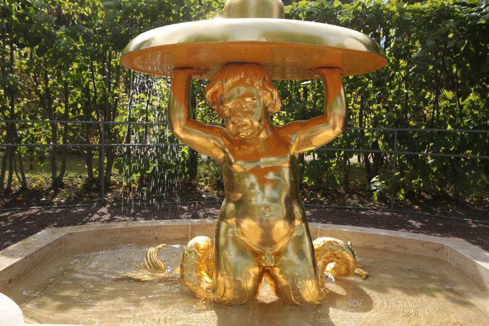 Фото фонтана Тритоны-колокола в Петергофе