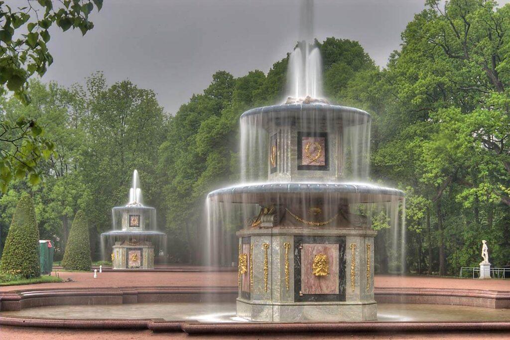 Фото римских фонтанов в Петергофе