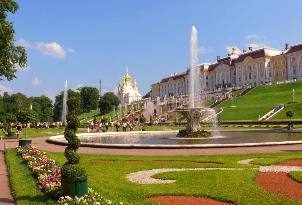 Парадная часть Нижнего парка Петергофа