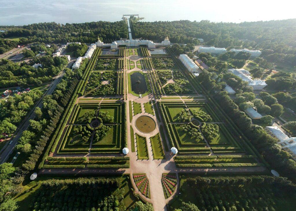 Фотография Верхнего сада Петергофа с воздуха